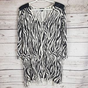 3/30 H&M Knit Zebra Tunic Top Size Medium